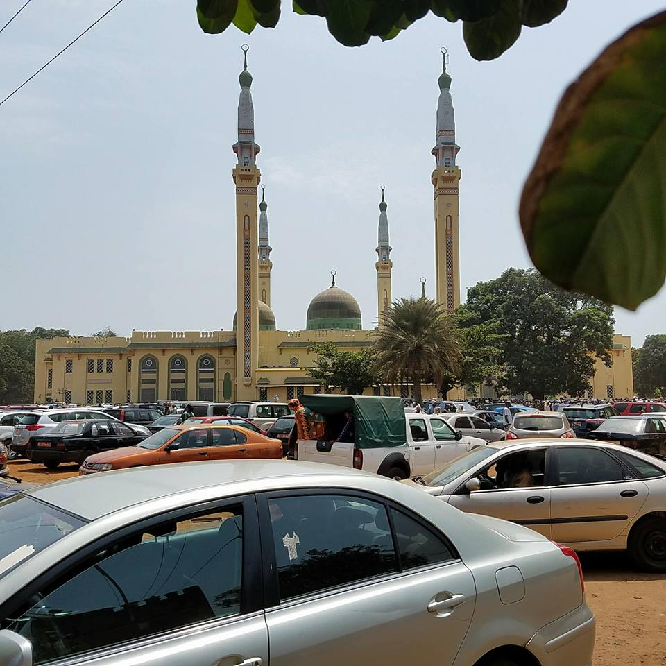 Alpha Condé à la prière mortuaire de Elhadj Doura