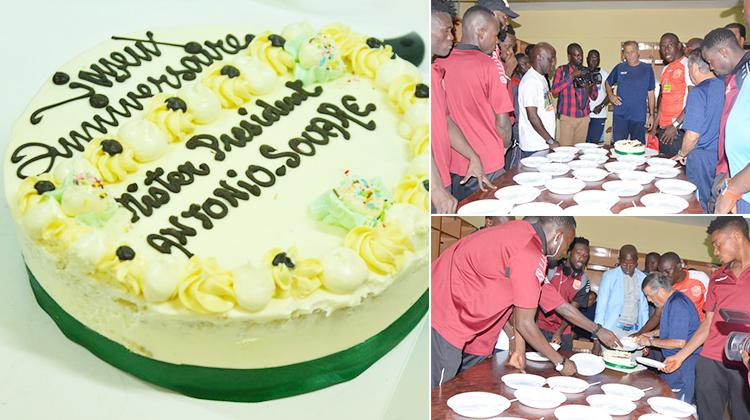 Gâteau et couronne pour le patron du Horoya AC, sacré champion de Guinée