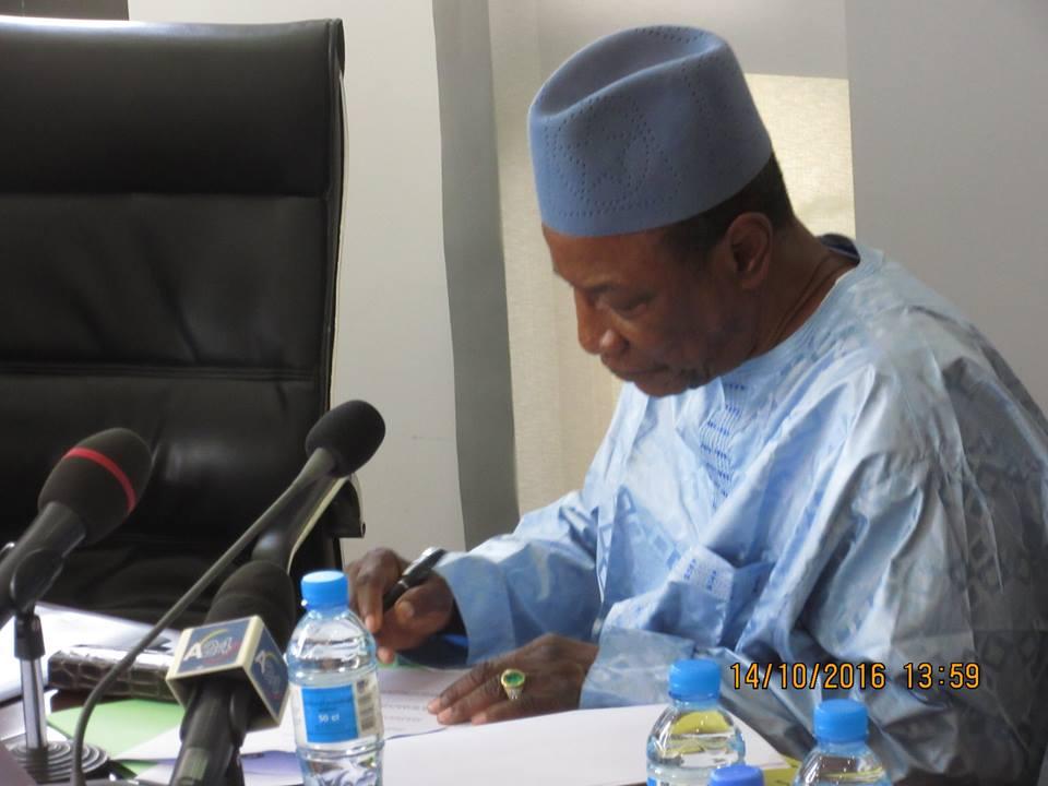 50 ans du CAMES: Alpha Condé signe une déclaration à Ouagadougou