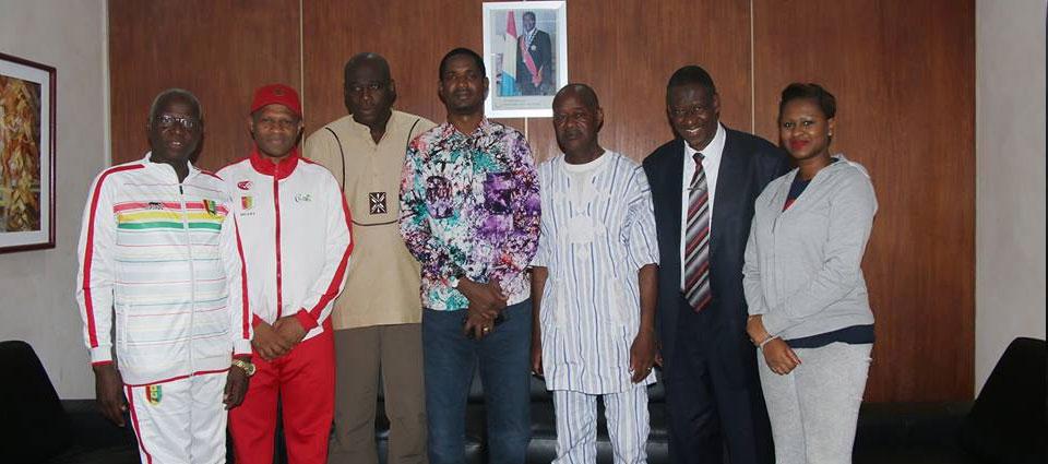 Les vice-champions des Jeux Universitaires d'Afrique accueillis par le ministre Yero Baldé