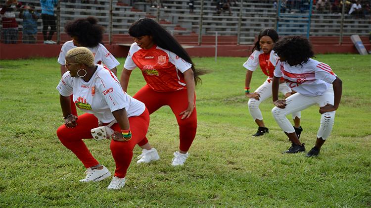 Quand cinq danseuses illuminent le Stade du 28 Septembre