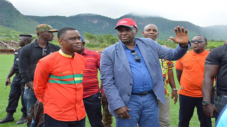 Le ministre Bantama Sow émerveillé par le Centre de Sports et de Loisirs de Yorokoguia