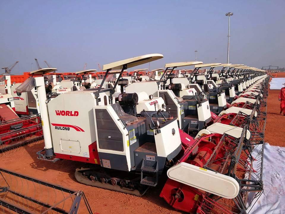 Agriculture : des tracteurs et moissonneuses-batteuses convoyés vers les préfectures