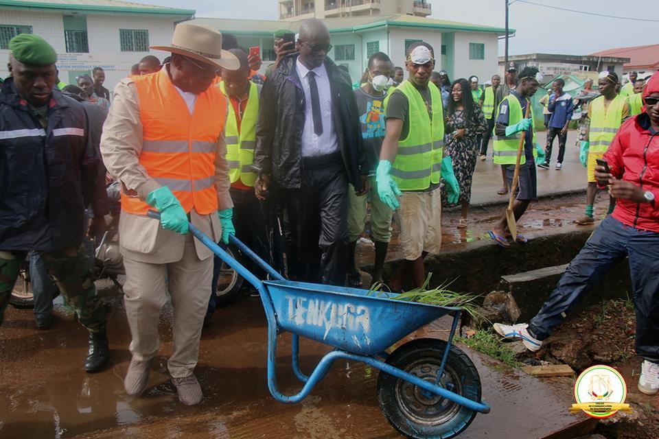 Conakry, ville propre: Kassory Fofana sur le terrain aux côtés des populations