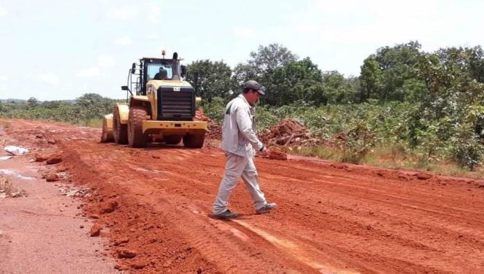 Guicopres en action pour des travaux sur des axes routiers en Guinée Forestière