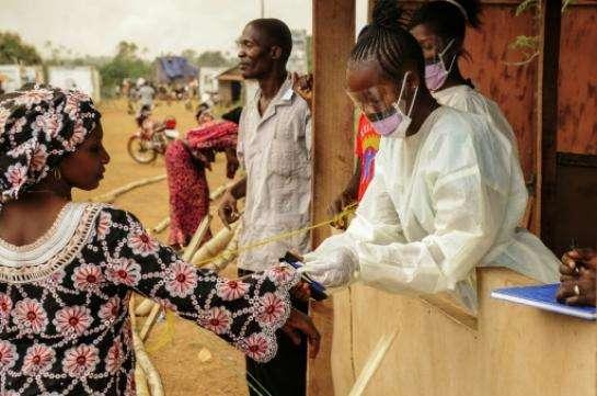 Ebola : deux malades fuient un centre de traitement, la Sierra Leone en alerte