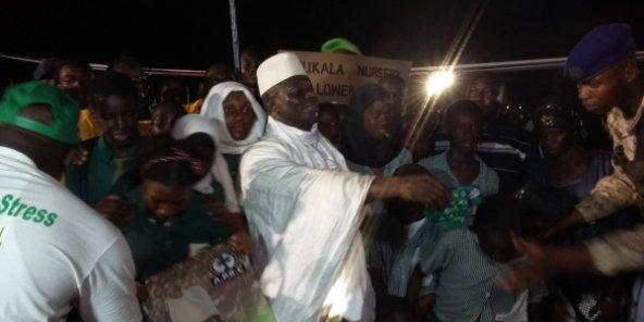 Gambie : Yahya Jammeh affirme qu'il n'abandonnera pas le pouvoir, l'opposition assure qu'elle ne le poursuivra pas après son départ