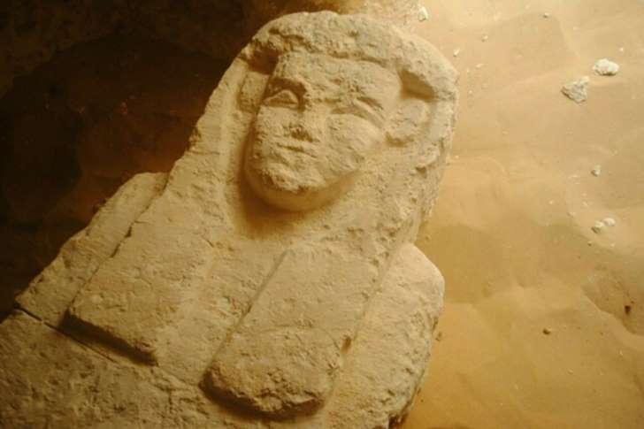 Egypte : des archéologues découvrent trois tombeaux millénaires